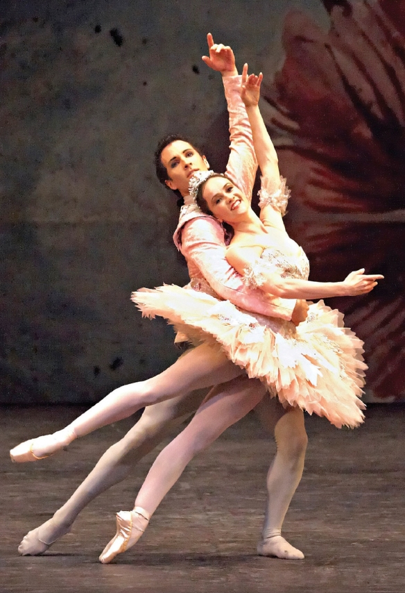 Lucinda Dunn and Robert Curran in The Nutcracker Photography Jim McFarlane