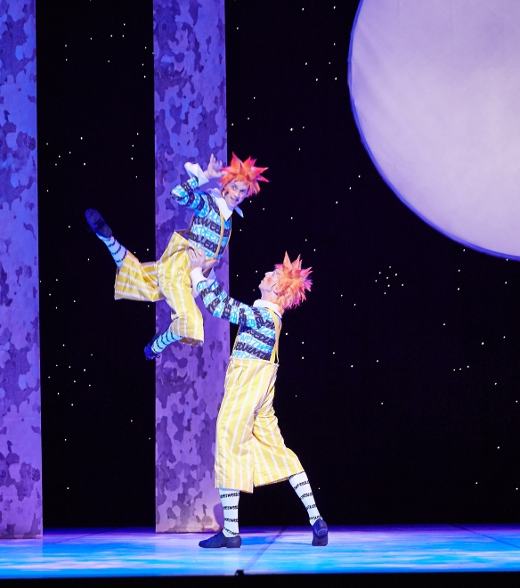 Jesse Homes and Matthew Edwardson as Tweedledee and Tweedledum in ALICE (in wonderland). Photo by Sergey Pevnev (2)